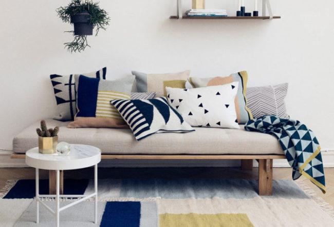 طراحی اتاق نشیمن مدرن به رنگ آبی تیره