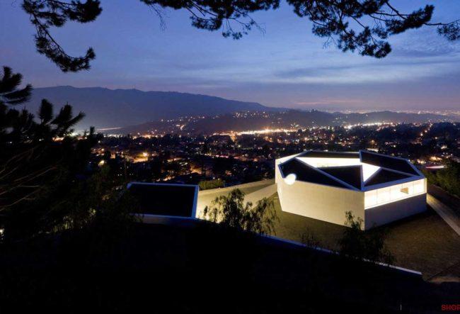5 پروژه منحصر به فرد ساخته شده با نور پردازی خطی