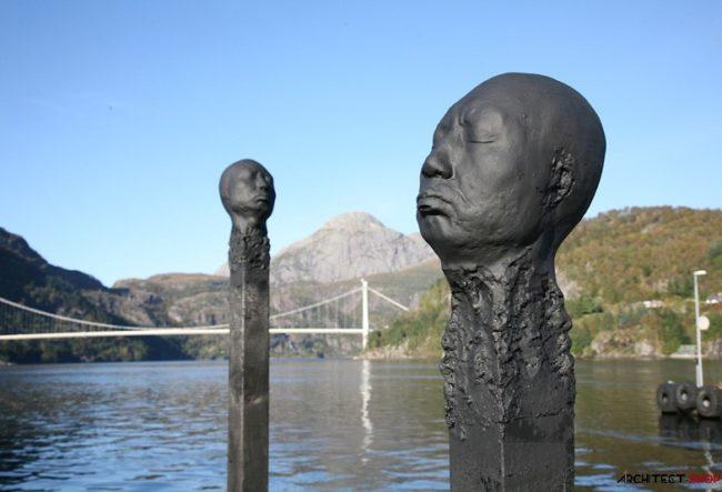 مجسمه هایی به شکل چوب کبریت سوخته با یک سر به یاد ماندنی