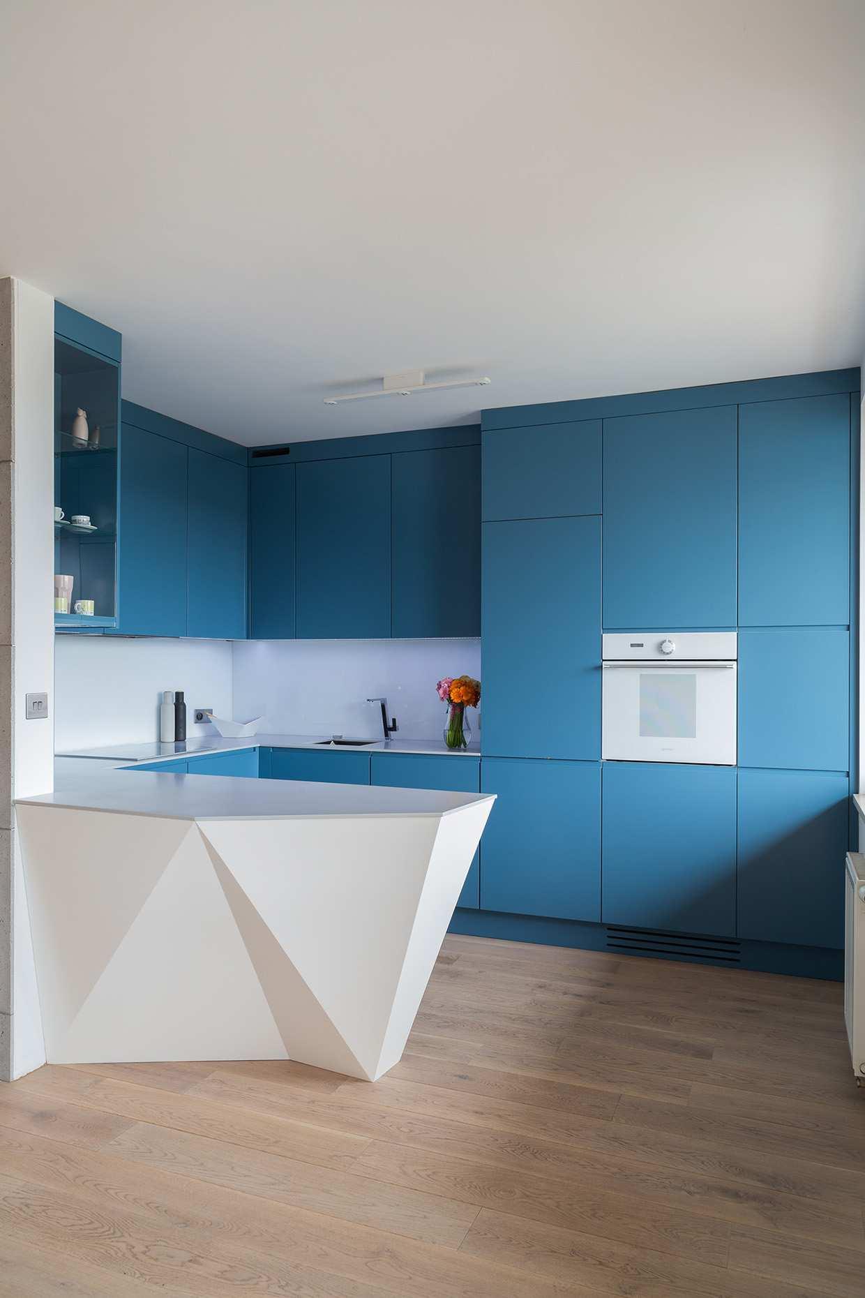 طراحی 30 نمونه آشپزخانه به رنگ آبی - Blue Kitchens 24