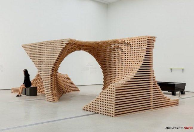 طراحی خلاقانه اینستالیشن با استفاده از چوب