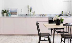 30 ایده طراحی آشپزخانه صورتی برای کمک به طراحی های شما - Light pink white kitchen 300x177
