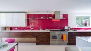 30 ایده طراحی آشپزخانه صورتی برای کمک به طراحی های شما - Orange pink oven glove 300x169