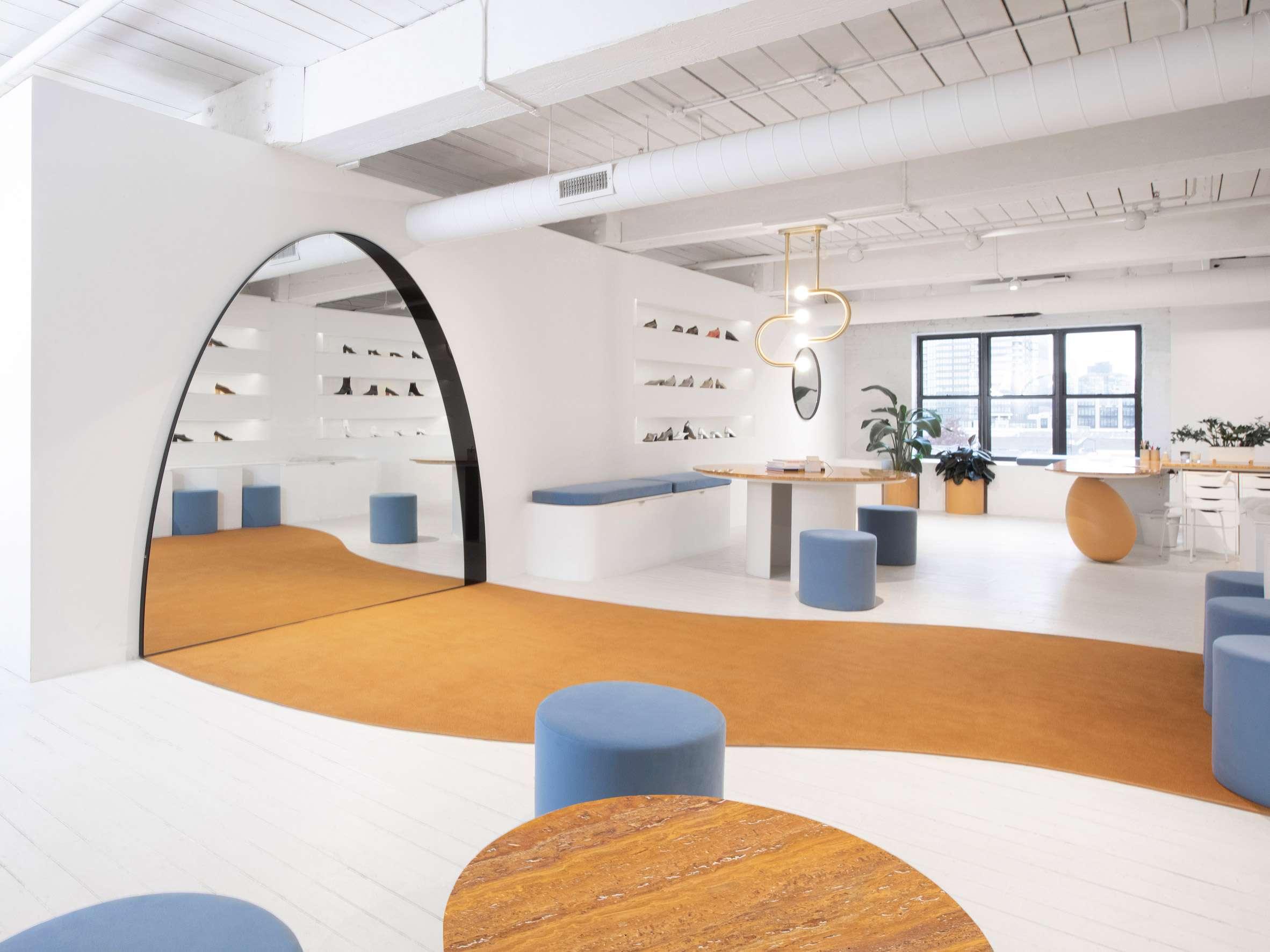 معماری داخلی شووروم کفش زنانه