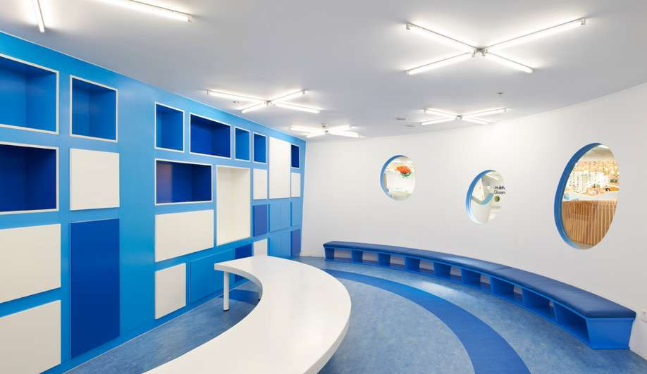 طراحی داخلی مهد کودک رنگارنگ