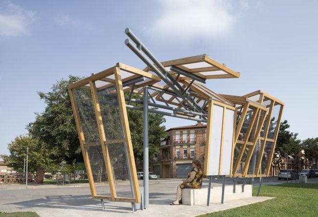 طراحی ایستگاه اتوبوس با چوب و فلز