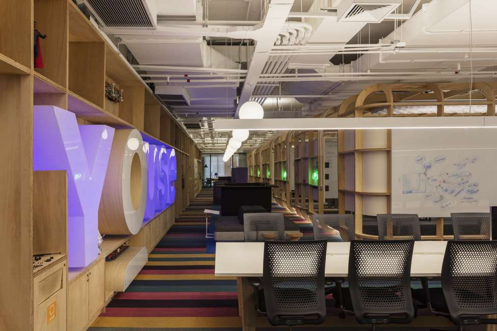 طراحی داخلی شرکت بیمه