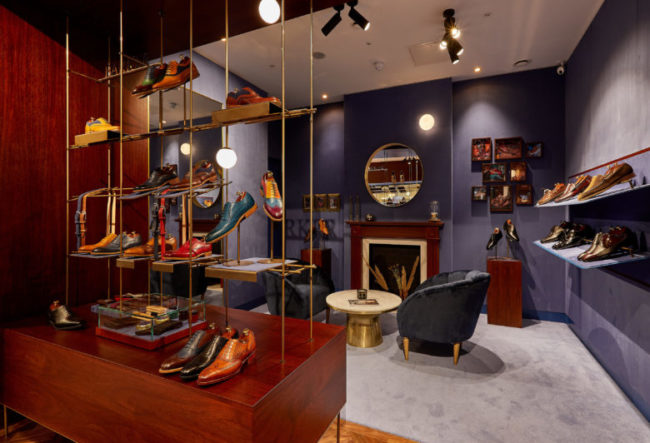 طراحی داخلی فروشگاه کفش در لندن