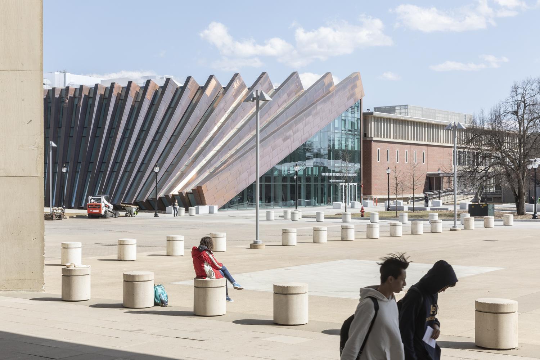 طراحی مدرسه مدیریت و تجارت آیزنبرگ در آمریکا - Isenberg School 8 1