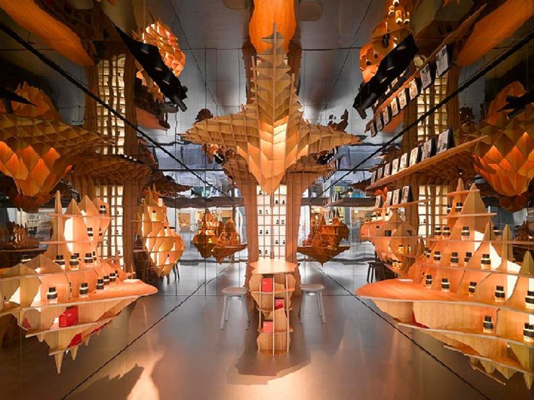 طراحی داخلی فروشگاه عطر با شبکه های چوبی - Perfume store 3 1
