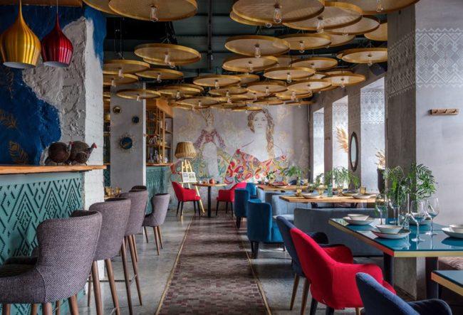 طراحی داخلی کافه رستوران با نقوش و رنگ ها