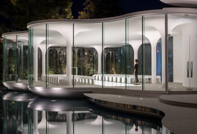 طراحی سالن عروسی در بطن یک کلیسای مدرن