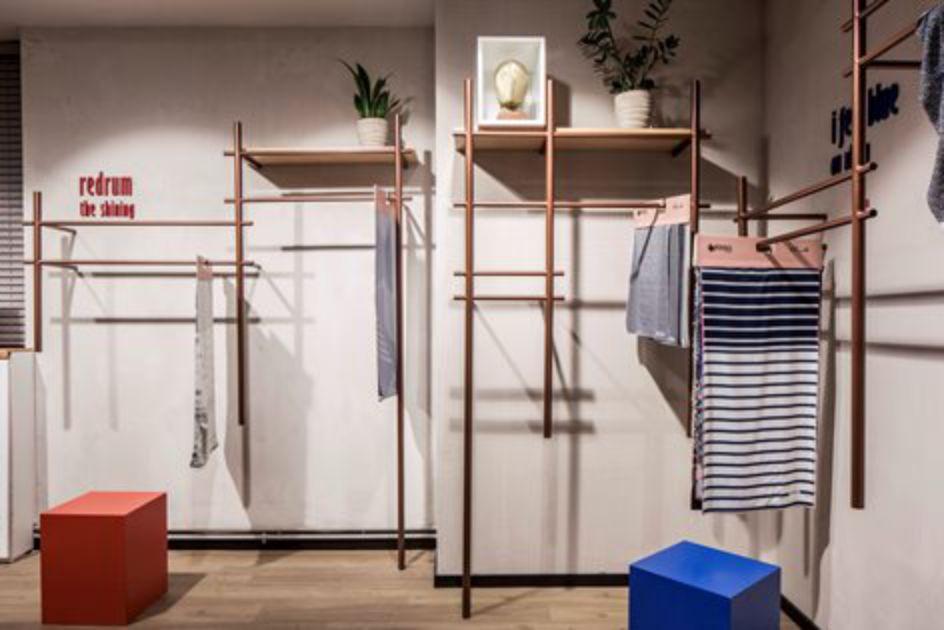 دفتر کار طراحی مد و لباس