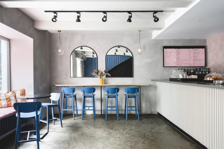 طراحی داخلی کافه کیک و صبحانه با هدف حفظ کنتراست داخلی