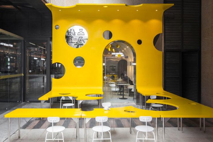 طراحی داخلی کافی شاپ با الهام از فیلم چارلی و کارخانه شکلات